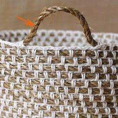 Crochet hemp basket with manila rope and yarn FREE pattern (hva) This crochet basket is necessary for every crochet workshop. Basket for crochet stuff. Interesting basket of rope with strapping hook. Crochet and rope.this link is not in English but step Crochet Rope, Crochet Crafts, Yarn Crafts, Crochet Stitches, Crochet Projects, Cotton Crochet, Simple Crochet, Diy Crochet, Crochet Ideas