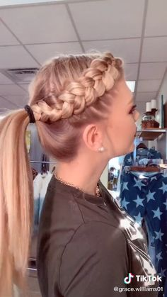 Trendfrisuren Chad, akkurater Mittelscheitel oder The french language Reduce Cease to live Frisurentrends 2020 Athletic Hairstyles, Sporty Hairstyles, Teen Hairstyles, Cute Cheer Hairstyles, Cheerleader Hairstyles, Running Hairstyles, School Hairstyles For Teens, Workout Hairstyles, Big Box Braids Hairstyles