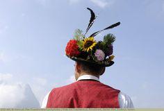 Hirte mit Trachtenhut, Almabtrieb, Seiser Alm, Südtirol, Italien
