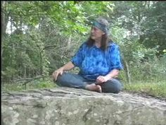 Susun Weed - Comfrey and Skin Care Video (Susun explains Symphytum ×uplandicum and it's lack of pyrrolizidine alkaloids)