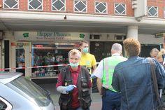 Vertrouwd straatbeeld bij ons in de buurt. Forensische Opsporing en afzetlint - http://www.leipeshit.today
