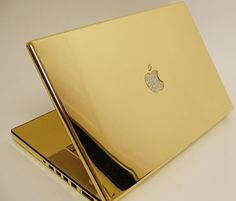 Want to get a MacBook Pro laptop? What about this gold MacBook Pro. The case of the MacBook Pro is Gold, including the keyboard, with the Apple logo filled with diamonds. Macbook Air Laptop, Macbook Pro Case, Macbook Gold, Mac Laptop, Laptop Case, Notebooks, Golden Apple, Apple Laptop, Apple Products