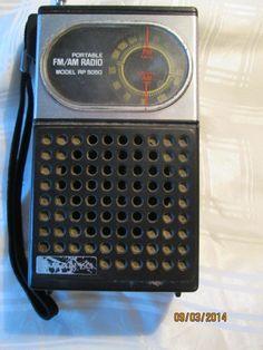 Vintage FM/AM Transistor Sanyo Portable Radio, Made in Hong Kong, Small Portable Wristlet Rad Le Radio, Radio Usa, Retro Vintage, Vintage Items, Vintage Stuff, Pocket Radio, Hi Fi System, Receptor, Transistor Radio