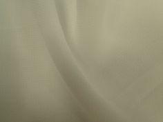 Crepe Light (Offwhite)Tecido leve e extremamente fluido, com transparência e suave textura. Aposte em modelagens amplas e fluidas. Sugestão para confeccionar: camisaria, blusas, batas, saias, vestidos longos, entre outros.