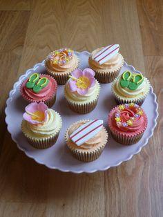 Hawaiian Themed Cupcakes | Flickr: Intercambio de fotos Hawaiian Cupcakes, Hawaiian Theme, Themed Cupcakes, Mini Cupcakes, Cupcake Toppers, Cupcake Cakes, Cake Chocolate, Cup Cakes, Mystery