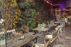 El Jardín Secreto de Salvador Bachiller es una terraza encantadora oculta en plena calle Montera que te recomendamos para tomar el brunch o merendar