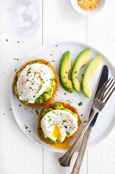 18 Egg Breakfast Recipes for A Great Morning An Unblurred Lady is part of Egg recipes for breakfast Raise your hand if you& not a morning person (RAISES BOTH HANDS! Clean Eating Breakfast, Egg Recipes For Breakfast, Health Breakfast, Breakfast Ideas, Morning Breakfast, Healthy Egg Breakfast, No Egg Breakfast, English Muffin Breakfast, Breakfast Ring