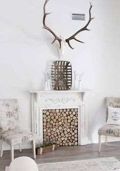 I'm sharing my rustic cottage summer mantel with simple decor. I've created a rustic vibe with a DIY antique fireplace mantel and a skull mount. Rustic Fireplaces, Diy Fireplace, Fireplace Design, Fireplace Garden, Small Fireplace, Concrete Fireplace, Farmhouse Fireplace, Rustic Chandelier, Rustic Lamps