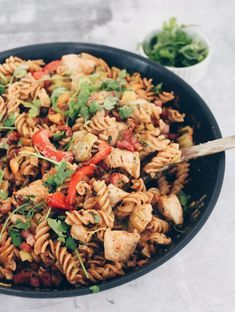 Pikant pasta med kylling og bacon