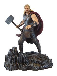 Diamond Select brings you this collectable PVC figure of Thor with Mjolnir in hand. The design is based on the Marvel film, Thor: Ragnarok. The statue stands approx. Marvel Avengers, Ms Marvel, Vinyl Figures, Action Figures, Infinity War, Captain America, Dc Comics, Spiderman, Superhero Gifts