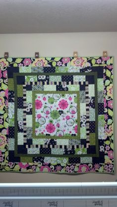 Can't remember the name of this quilt pattern, so for now I'm just calling it Flower Power.