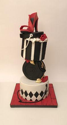 Fashion cake #bari #fashion #cakedesign #cake #birthday #tortaexpress #festedicompleanno #party  #fondant  #cakelover #sugarartist #sugar  #cakedesigner #sugarpaste #fondantcake #gumpaste #chanel #jimmychoo #hatbox #red #towercake