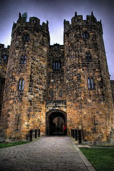 The 'ghost' of Alnwick Castle by Jared Benney, via Flickr Alnwick Castle, Medieval Fortress, Castle Ruins, Manor Houses, Chateaus, Beautiful Castles, Abandoned Buildings, Beautiful Architecture, British Isles