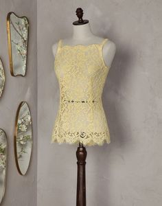 Scalloped lace top Women - Scalloped lace tops Women on Dolce&Gabbana Online Store Groussherzogtum Lëtzebuerg - Dolce & Gabbana Group