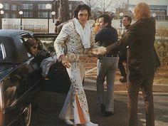 1973 - Elvis with Memphis mafia