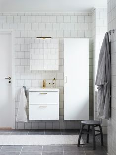 Så budget-renoverar du badrummet – inredarens 5 tips! - My home Budgeting, Vanity, Bathroom, Tips, Dressing Tables, Washroom, Powder Room, Vanity Set, Full Bath
