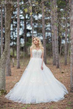 www.TrulyYoursPlanning.com INTO THE WOODS BRIDAL FASHION FEATURE | Elegant Wedding