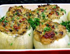 One Perfect Bite: Trencherman's Onions. basil, parsley, cream, cheese and bacon stuffed onions. May add chopped cooked chicken. Best Side Dishes, Vegetable Side Dishes, Side Dish Recipes, Dinner Recipes, Best Italian Recipes, Great Recipes, Favorite Recipes, Onion Recipes, Vegetable Recipes