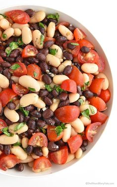 White and Black Bean Salad Recipe with Tomatoes, Basil and Garlic - use dry beans instead of canned. Black Bean Salad Recipe, Bean Salad Recipes, Veggie Recipes, Vegetarian Recipes, Cooking Recipes, Healthy Recipes, Salad With Balsamic Dressing, Green Bean Salads, Comida Latina