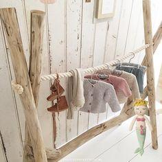 Kinderkledingrek hout en touw