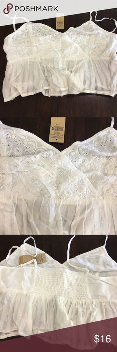 AEO crop top S NWT NWT white top just Gorgeous!💕 American Eagle Outfitters Tops Crop Tops