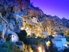 Cotignac -Le rocher - département du Var