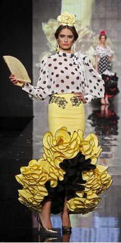 Sara de Benítez, Simof 2015 Fashion Line, Fashion Art, Fashion Design, Classy Outfits, Vintage Outfits, Spanish Dancer, Mode Costume, Flamenco Dancers, Spanish Fashion