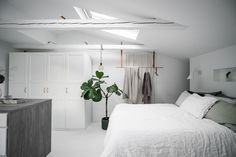 Lundin Fastighetsbyrå - 2:a Vasastaden - Unik etagelägenhet med wow-faktor Bude, Oversized Mirror, Inspiration, Furniture, Home Decor, Biblical Inspiration, Decoration Home, Room Decor, Home Furnishings