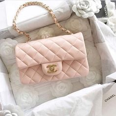 Blush pink Chanel flap bag  |  pinterest: @Blancazh