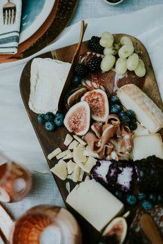 16 Fresh Ideas for a Farm-to-Table Wedding Food Truck Wedding, Wedding Reception Food, Wedding Catering, Wedding Table, Wedding Menu, Reception Ideas, Wedding Planning, Wedding Ideas, Wedding Appetizers