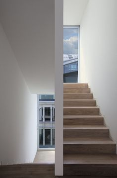 stairs & window in chipperfield townhouse - Berlin Detail Architecture, Minimal Architecture, Cultural Architecture, Education Architecture, Residential Architecture, Contemporary Architecture, Interior Architecture, Interior Design, David Chipperfield Architects