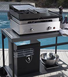 """BARBECUE - PLANCHA VERYNOX BY VERYCOOK. Profitez de deux types de cuisson sur un seul et même appareil avec le Barbecue - Plancha """"Fifty-Fifty"""" inox. Le barbecue au charbon de bois vous permet de faire des grillades en moins de 5 minutes grâce à l'allumage express des brûleurs au gaz. La plancha vous permet de saisir vos aliments à feu vif sur une plaque en acier émaillé. http://www.verycook.com/barbecue-plancha/barbecue-plancha-verynox-242"""