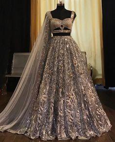 Designer Bridal Lehenga, Wedding Lehenga Designs, Bridal Lehenga Choli, Indian Gowns Dresses, Indian Fashion Dresses, Indian Designer Outfits, Designer Dresses, India Fashion, Tokyo Fashion