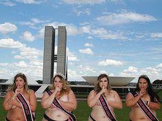 PRECONCEITO - Misses plus size participam de manifestação contra o preconceito em frente ao Congresso Nacional (Foto: Paulin Almeida/Divulgação)