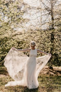 This free-spirited bride is the picture of grace and beauty | Image by Zoe Morley Photography