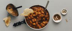 Afrikkalainen bataattipata maistuu lempeän mausteiselta. Pata saa täyteläisyyttä maapähkinävoista. Tarjoa pata leivän kanssa. Noin 1,60 €/annos* Smell Good, Chana Masala, Vegan Recipes, Vegan Food, Food And Drink, Baking, Healthy, Ethnic Recipes, Desserts