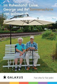 Im Ruhestand: Luise, George und ihr Sonnenschirm von Galaxus #GalaxusLive #Galaxus Outdoor Furniture, Outdoor Decor, Live, Advertising Campaign, Retirement, Backyard Furniture, Lawn Furniture, Outdoor Furniture Sets