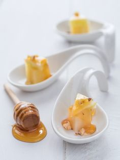 Bocconcini di pecorino e pere con noci e miele