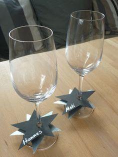 süße Idee! Einen Stern aus Pappe ausschneiden. Einen Schnitt am Rand machen und an den Glasstil klemmen. | Meine grüne Wiese: Silvester