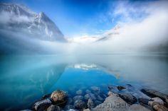 https://earthporn.co/sightseeing/north-america/canada/beautiful-morning-fog-lake-louise-alberta.jpg
