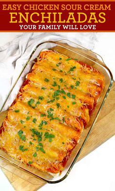 Mexican Food Recipes 43933 EASY Chicken Sour Cream Enchiladas that your family will love. These are by far the most favorite dish my guests love to have when they visit, and my family begs for them every week. Sour Cream Chicken, Chicken With Red Sauce, Mexican Recipes With Chicken, Recipes For Shredded Chicken, Easy Mexican Food Recipes, Easy Mexican Dishes, Snack, Foodies, Easy Meals