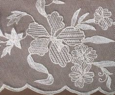 Lovely Linen & Limerick Lace Tablecloth White Embroidery, Embroidery Stitches, Embroidery Patterns, Chain Stitch, Cross Stitch, Lace Patterns, Tulle Lace, Crochet Lace, Tatting