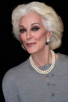 Mature Women Hairstyles, Short Hairstyles For Thick Hair, Medium Bob Hairstyles, Short Hair Cuts, Braided Hairstyles, Gray Hairstyles, Pixie Haircuts, Wedding Hairstyles, Carmen Dell'orefice