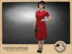 Ein zauberhaftes Kleid, das den Swing in Ihre Garderobe bringt! Bequem und pflegeleicht, doch vor allem elegant umgarnt es die Kurven einer weltgewandten Dame bei jedem Anlass.  Die betont...