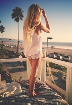 All white everything - Summer outfit inspiration and long blonde hair