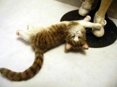 Dollhouse-Miniature-Tabby-Cat-Handsculpted
