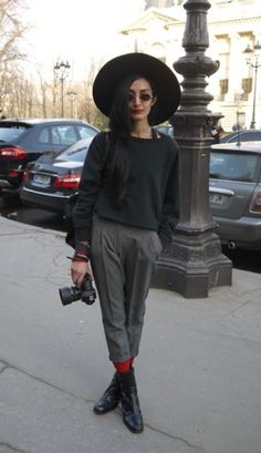 Nadia Sarwar - Elegant teacher style - flat shoes, trousers, hat // Autum/winter style