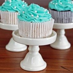 6 drops blue and 2 drops green... And voila, Tiffany Blue icing! by amelia