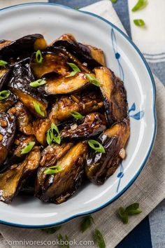 Chinese Eggplant with Garlic Sauce (vegan) - Cook crispy and flavorful eggplant with the minimum oil and effort | omnivorescookbook.com...