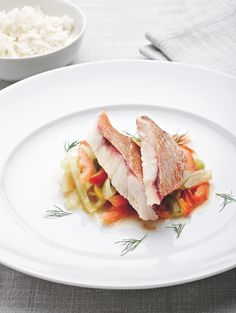 Stoofpotje van roodbaars met venkel en paprika http://njam.tv/recepten/stoofpotje-van-roodbaars-met-venkel-en-paprika